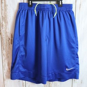NIKE ATHLETIC MENS SHORTS NEW NEVER WORN SIZE L